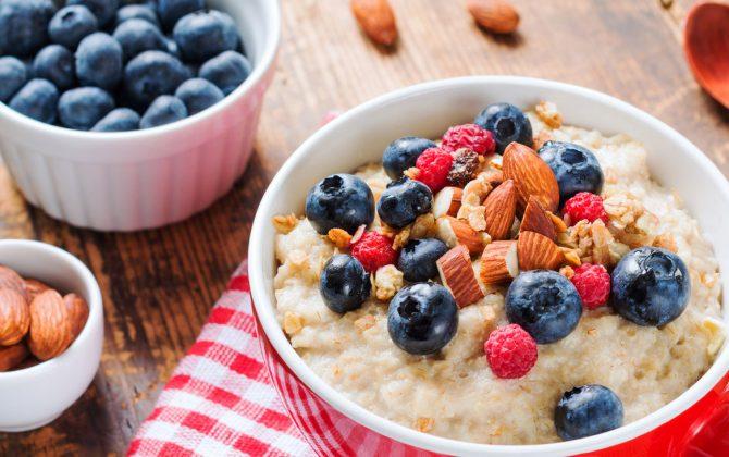 Gesund in den Tag starten dank deinem Protein Porridge